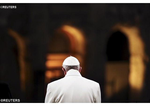Pape au colisee - REUTERS1346361_Articolo