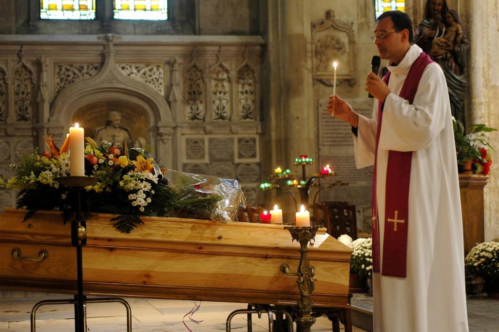 Les Funerailles Etapes Et Rites Liturgiques