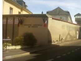 07.07-devant-la-prison-de-poissy-ou-a-eu-lieu-une-prise-d-otage-vendredi-8-juillet.-930620_scalewidth_630