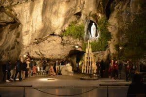 A la grotte de nuit