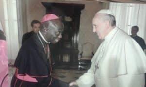 Le Pape François et Mgr Julien Andavo en 2013