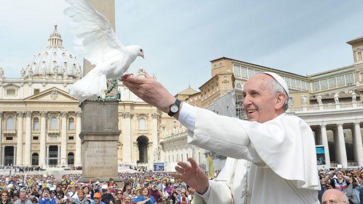Pape Francois et colombe